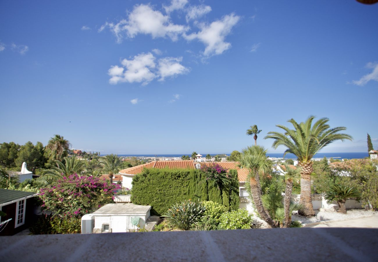 Chalet en Denia - Villa con Piscina y vistas al Mar