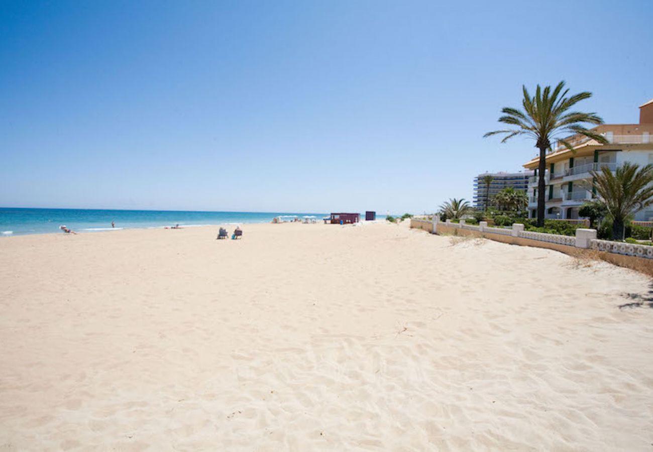 Ferienwohnung in Denia - Los Alamos Nº7 1ª Línea de Playa
