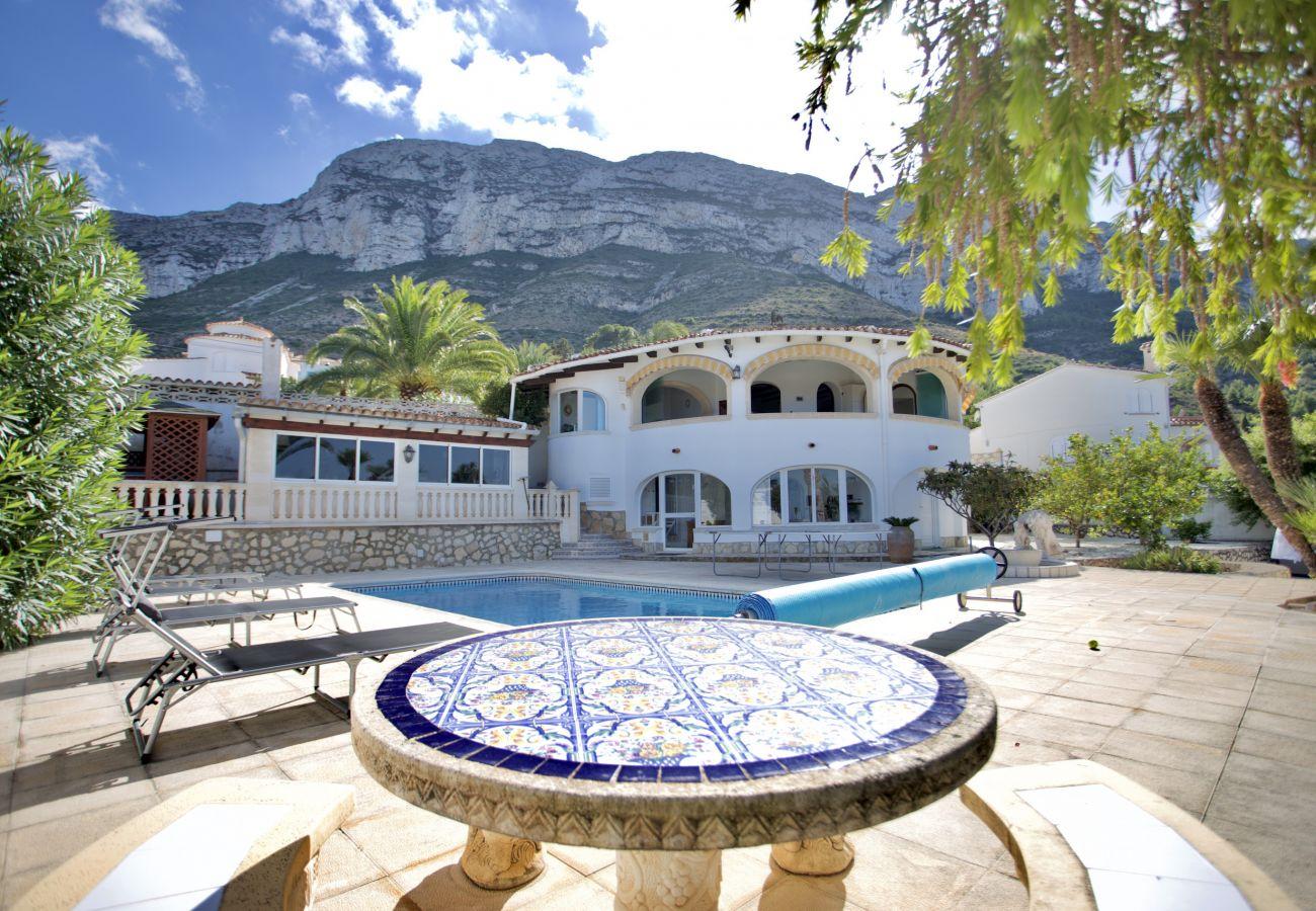 Chalet in Denia - Villa con Piscina y vistas al Mar