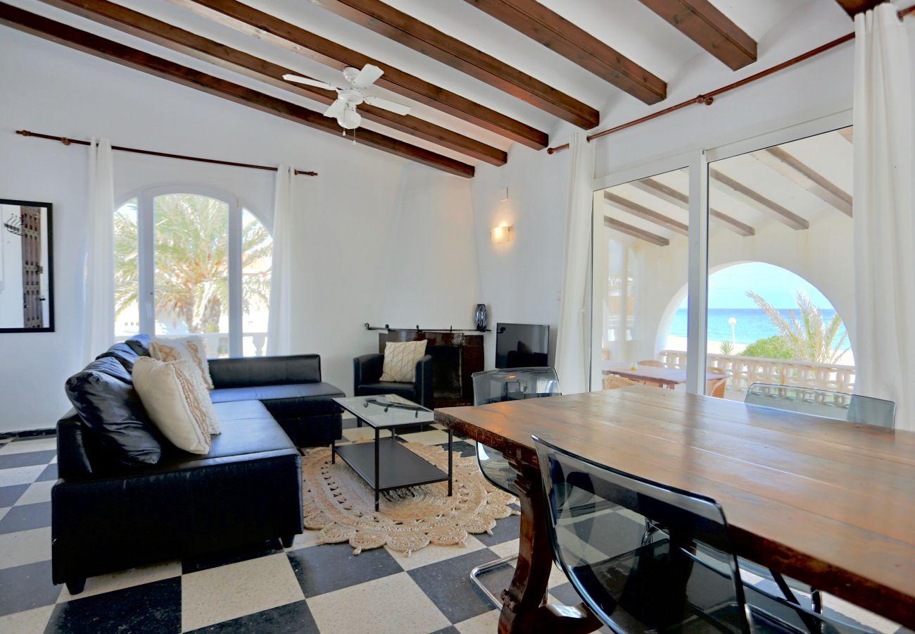 Villa in Denia - Villa LA YUCA 1ª Línea Playa
